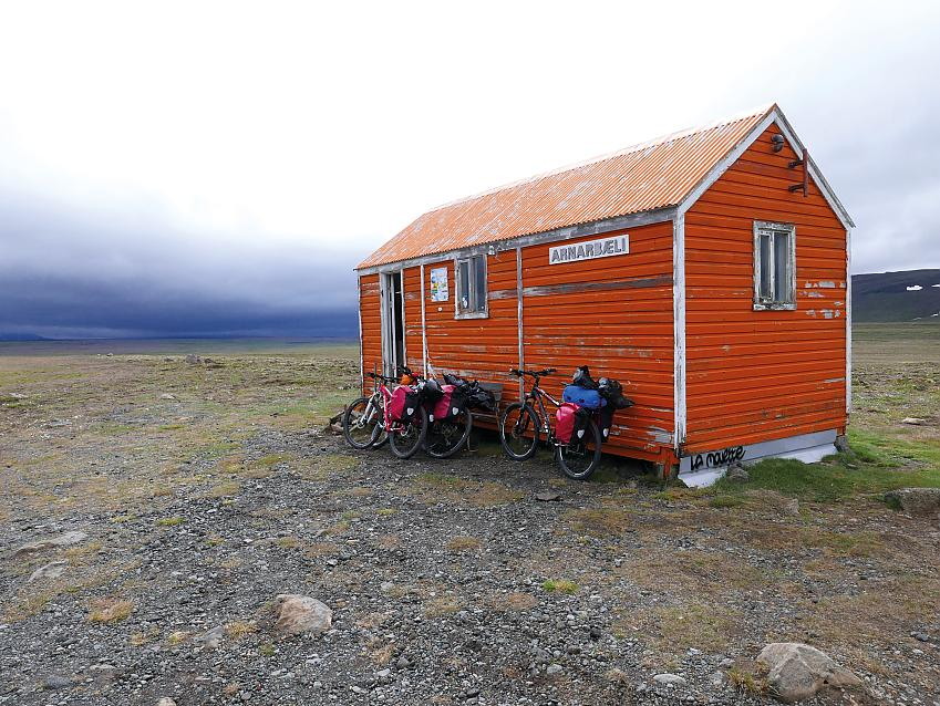 Afangi refuge hut on the F35