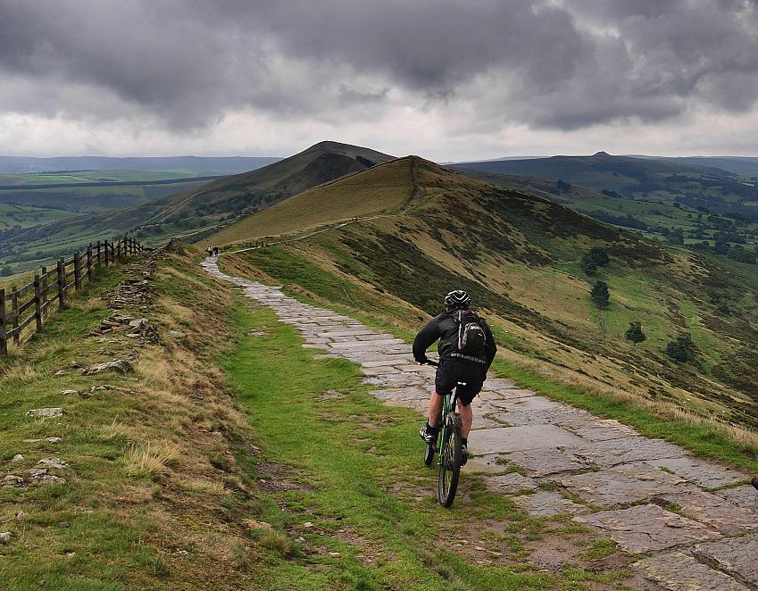 Riding Mam Tor. Photo Paul Stevenson, CC-BY-2.0