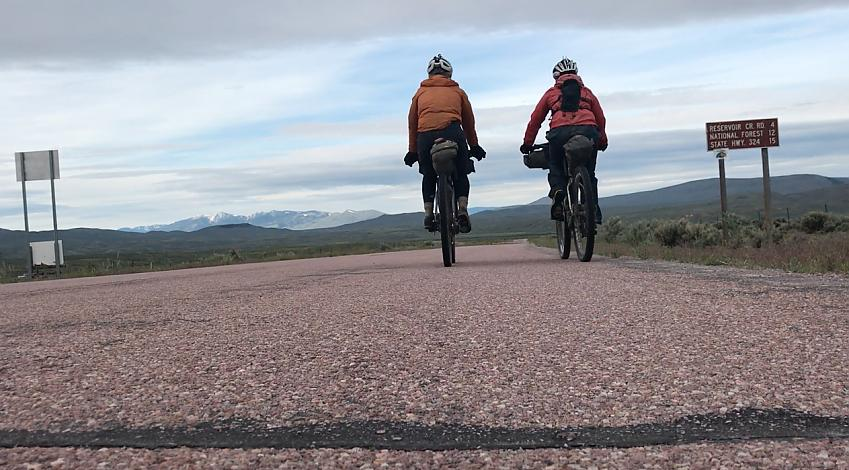 Lee Craigie and Rickie Cotter on the Tour Divide in 2017