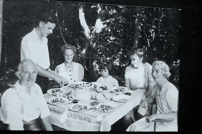 Joyce & Lionel in 1944
