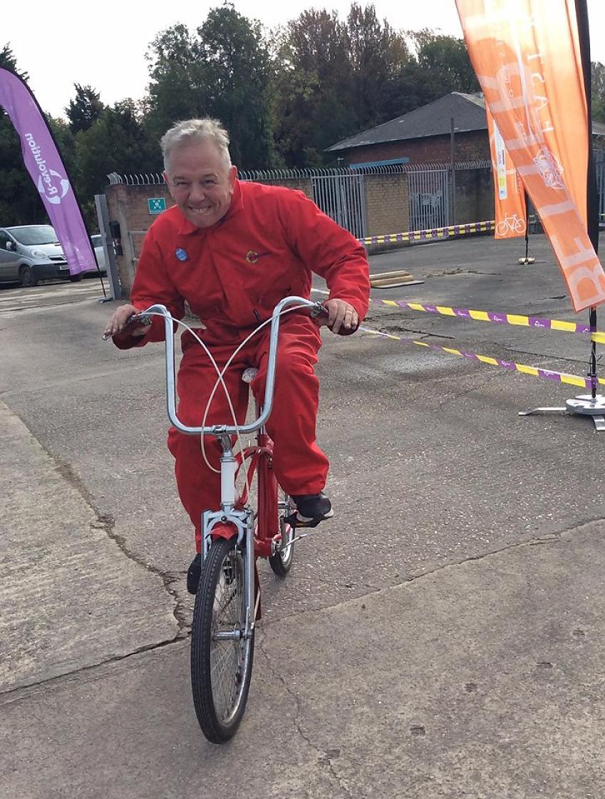 Neil Porter riding a R-evolution bike
