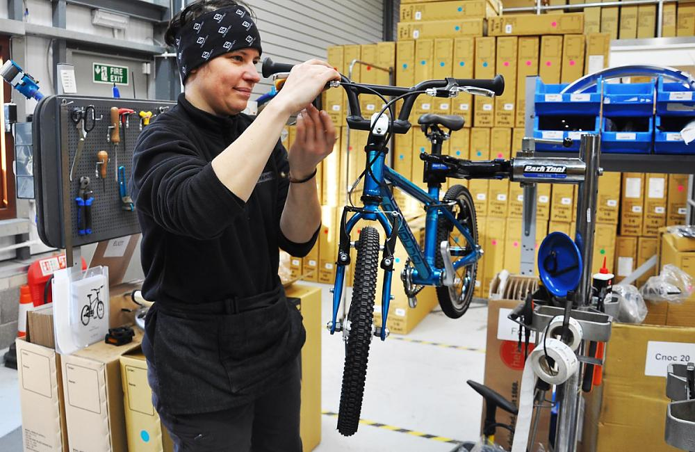 A Islabikes mechanic assembles the Cnoc 16 in Ludlow