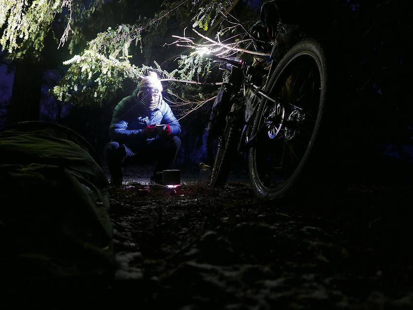 Bikepacking in winter camp set up